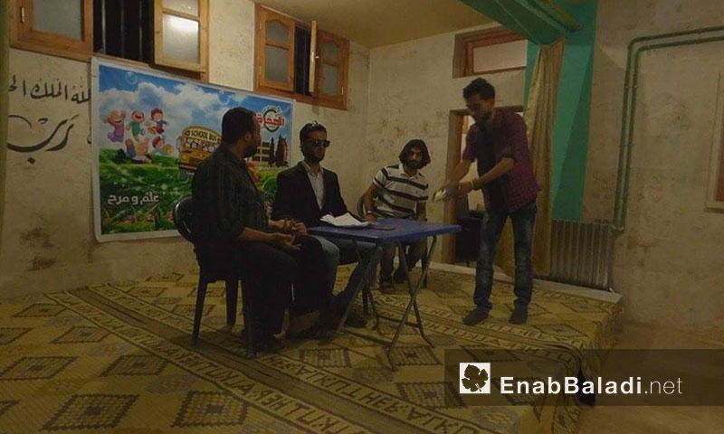 من عرض المسرحية الثاني في سراقب - الجمعة 29 تموز (عنب بلدي)