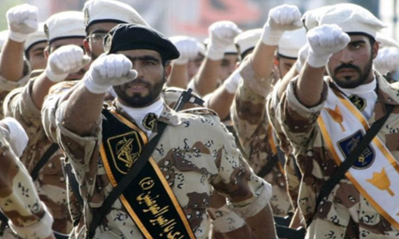 عناصر من الحرس الثوري الإيراني في استعراض عسكري (إنترنت)