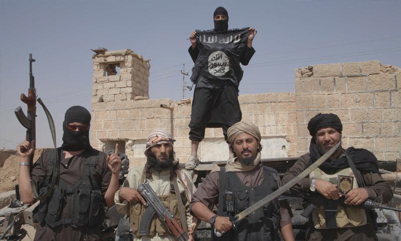 """مقاتلون في تنظيم """"الدولة الإسلامية"""" (إنترنت)"""