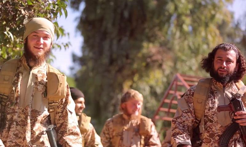 """مقاتلون من تنظيم """"الدولة الإسلامية"""" في إصدار """"صرح الخلافة"""" (يوتيوب)"""