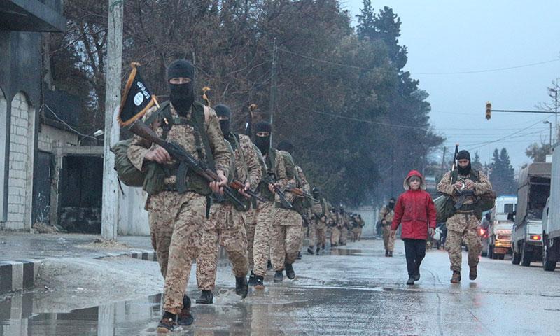 """استعراض عسكري لتنظيم """"الدولة الإسلامية"""" في مدينة منبج- آذار 2015 (ولاية حلب)"""