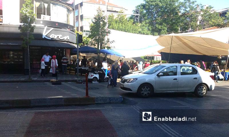 أحد الأأسواق الشعبية في منطقة الفاتح في مدينة اسطنبول- الجمعة 1 تموز (عنب بلدي)