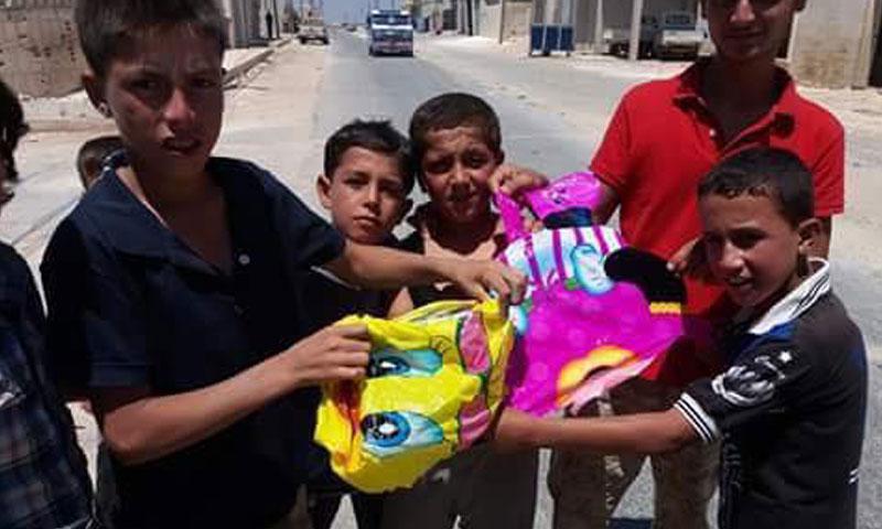 ألعاب أطفال أسقطتها طائرات روسية على بلدة جرجناز في ريف إدلب- الخميس 28 تموز (الناشط قصي الحسين)