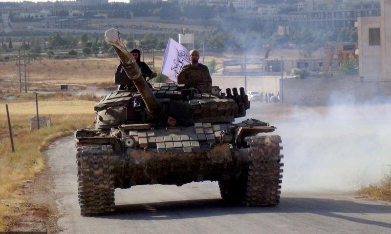 """دبابة لـ """"جيش الفتح"""" في ريف حلب - حزيران 2016 (الأناضول)"""