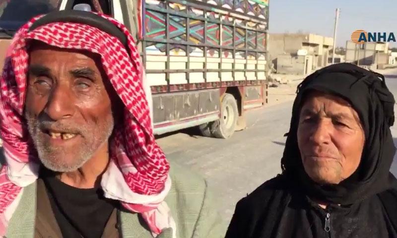 مسنان هاربان من مدينة منبج- 27 تموز (وكالة ANHA الكردية)