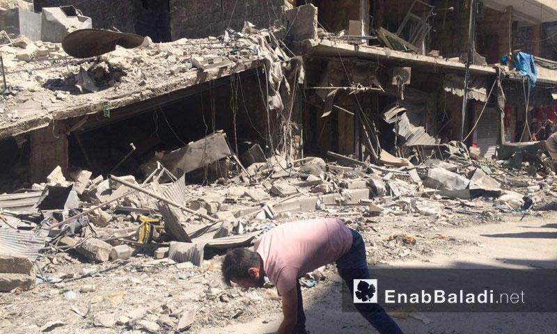 أضرار مادية وضحايا مدنيون جراء استهداف حي المشهد بالبراميل المتفجرة- الخميس 21 تموز (عنب بلدي)