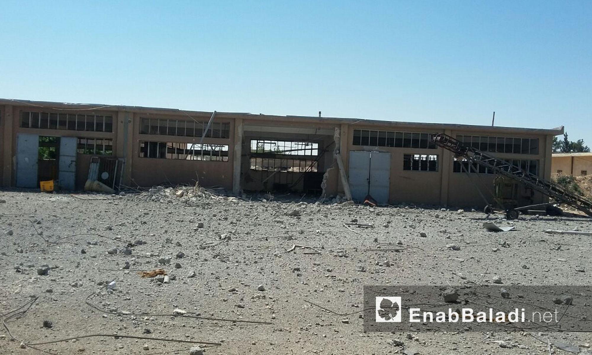وتظهر الصور الملتقطة حجم الأضرار المادية التي لحقت بالصوامع التي أعدت لتخزين الحبوب في ريف حلب الشرقي، وتعّد من أبرز القطاعات الاقتصادية في المدينة.