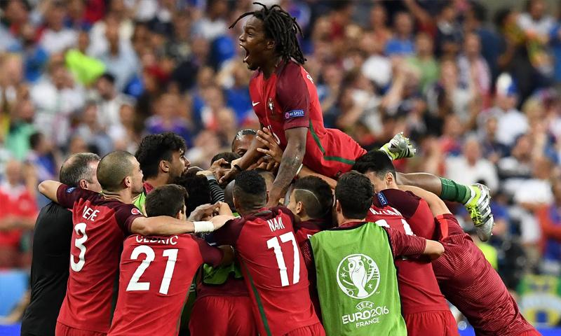 فرحة المنتخب البرتغالي بالفوز بالبطولة (Getty)