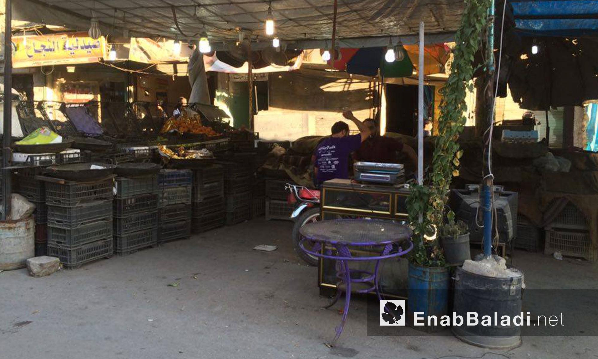 ويتخوف أهالي المدينة البالغ عددهم نحو 400 ألف مواطن من استمرار الحصار فيما لو سيطرت قوات الأسد فعليًا على طريق الكاستيلو