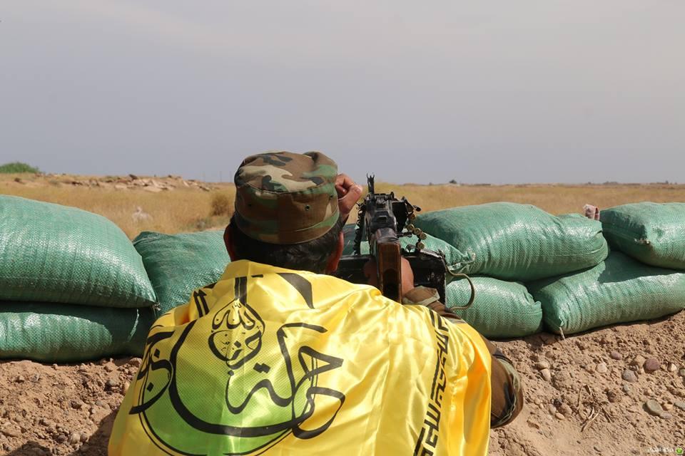 """مقاتل في كتائب """"حزب الله النجباء"""" العراقية في ريف حلب (إنترنت)"""
