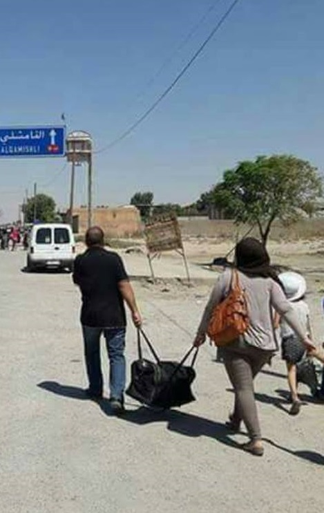 نازحون من مدينة الحسكة إلى القامشلي - الخميس 18 آب (عنب بلدي)