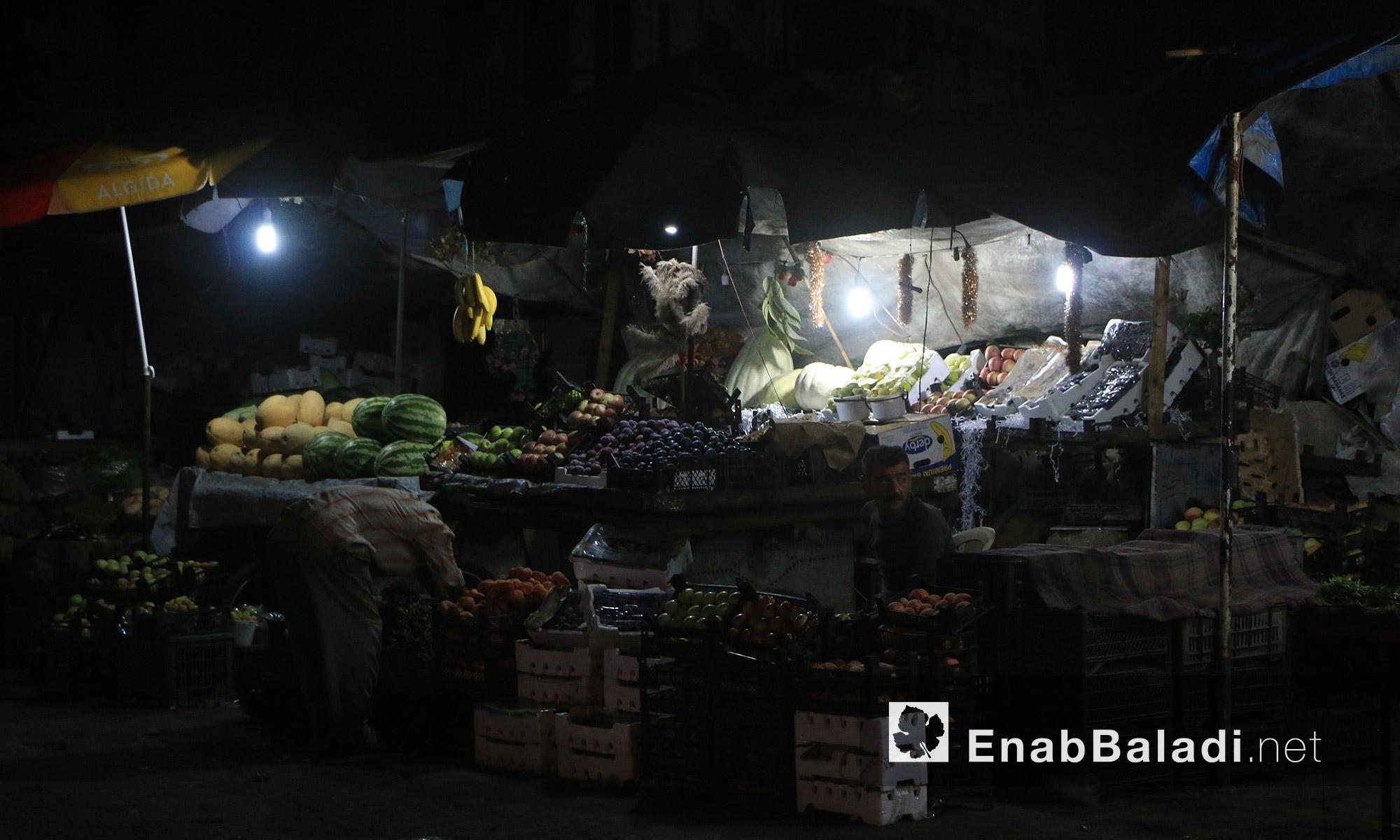 عربات الخضار والفواكه داخل حي الشعار في مدينة حلب - السبت 20 آب (عنب بلدي)