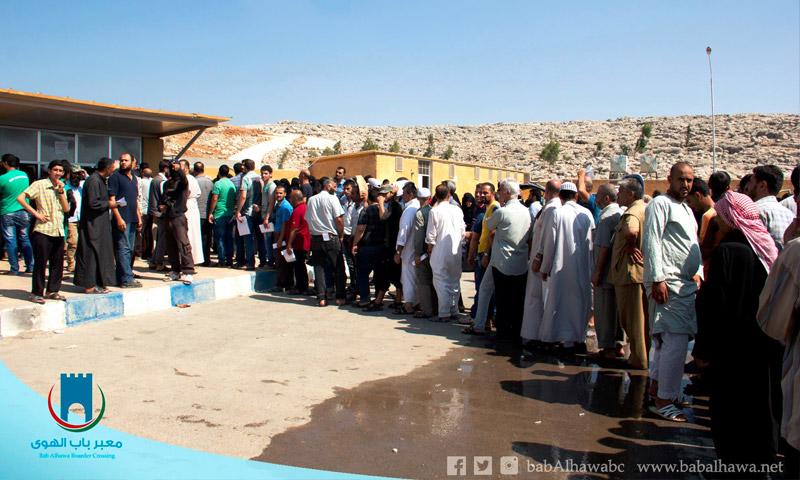 سوريون في معبر باب الهوى - الخميس 11 آب (إدارة المعبر)