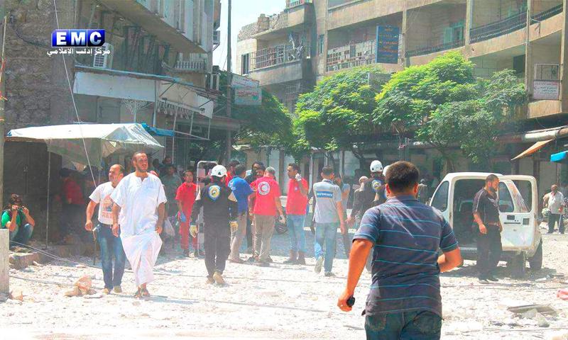 آثار القصف على إدلب - 13 آب (مركز إدلب الإعلامي)