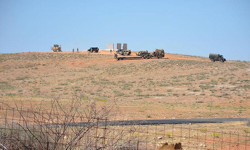 عتاد للجيش التركي في الطرف المقابل لمدينة جرابلس (تويتر)