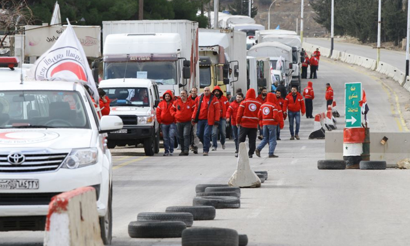 قافلة مساعدات إنسانية في سوريا (Reuters)