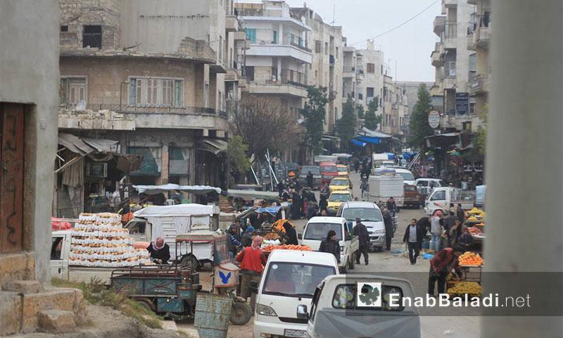 أرشيفية- شاحنات في مدينة إدلب(عنب بلدي)