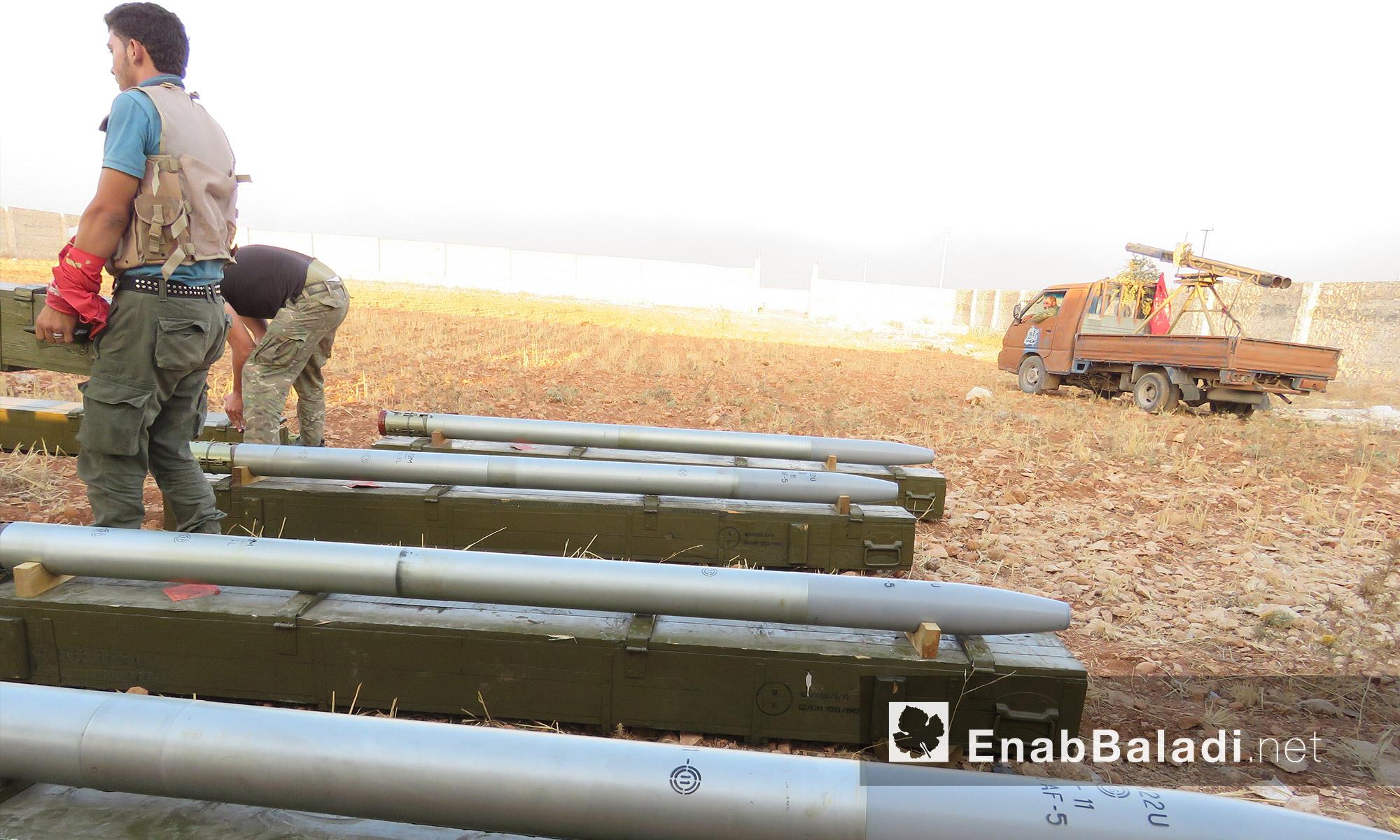 """صواريخ """"لواء السلطان مراد""""  قبل استهداف الأكاديمية العسكرية في حلب - الاثنين 8 آب (عنب بلدي)"""