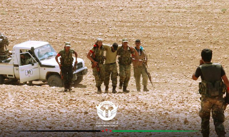 """إسعاف مقاتل من """"الجيش الحر"""" أصيب خلال اليوم الأول من معارك """"درع الفرات"""" - الأربعاء 23 آب (فوقة السلطان مراد)"""