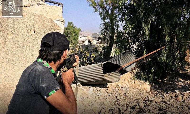 """مقاتل من """"فيلق الرحمن"""" على جبهة حي جوبر الدمشقي- الثلاثاء 16 آب (تويتر)"""