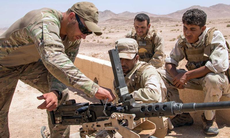 """جندي أمريكي يدرب عناصر من جيش """"سوريا الجديد"""" (أعماق)"""
