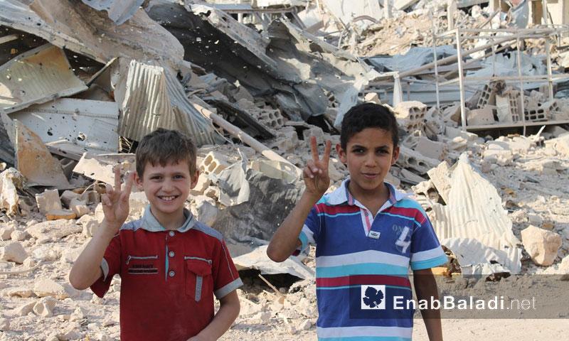طفلان في مدينة داريا- 16 آب 2016 (عنب بلدي)
