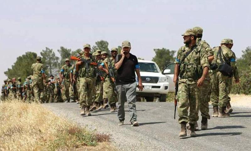 """عناصر من """"الجيش الحر"""" دخلوا الأراضي السورية من تركيا- الأربعاء 24 آب (تويتر)"""