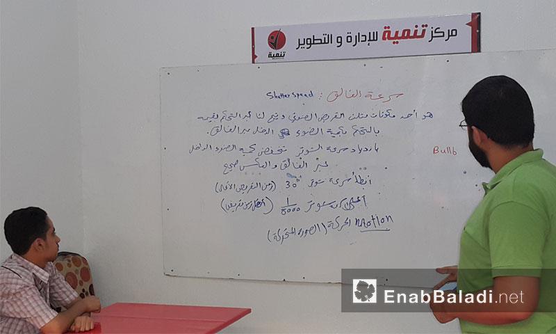 من دورة تعليم الفوتوشوب ضمن مشروع كفاءة في الغوطة الشرقية - الخميس 4 آب (عنب بلدي)