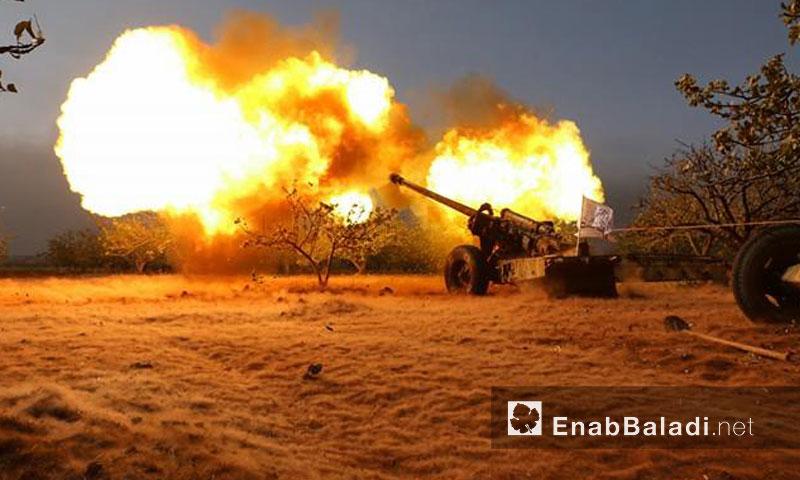 """تمعيد مدفعي لـ """"جيش العزة"""" في ريف حماة الشمالي- الاثنين 29 آب (عنب بلدي)"""