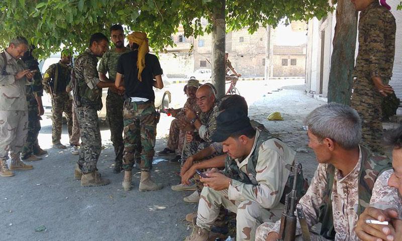 """مقاتلون من """"المجلس العسكري"""" في مدينة منبج- الأربعاء 10 آب (فيس بوك)"""