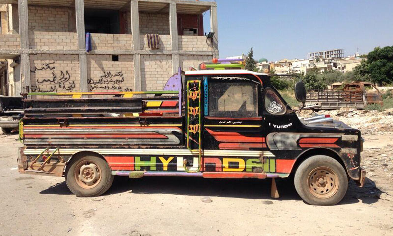 شاحنة (حلفاوية) صنعت محليًا في مدينة حلفايا بريف حماة الشمالي (تويتر)