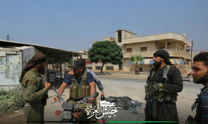 مقاتلو المعارضة داخل مدينة حلفايا - الثلاثاء 30 آب (جيش العزة)