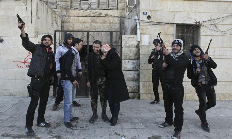 زواج مقاتل من الجيش الحر في حلب 2013 (رويترز)