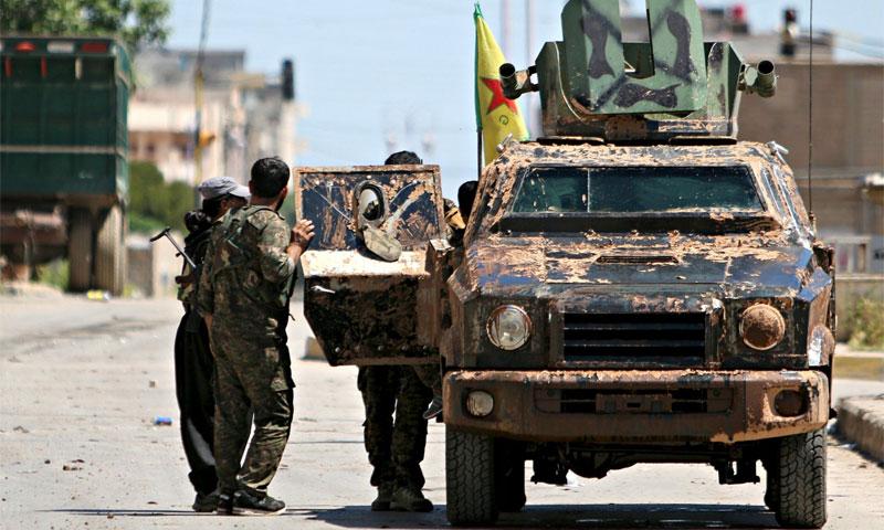 عناصر من وحدات حماية الشعب في مدينة الحسكة- 19 آب 2016 (رويترز)