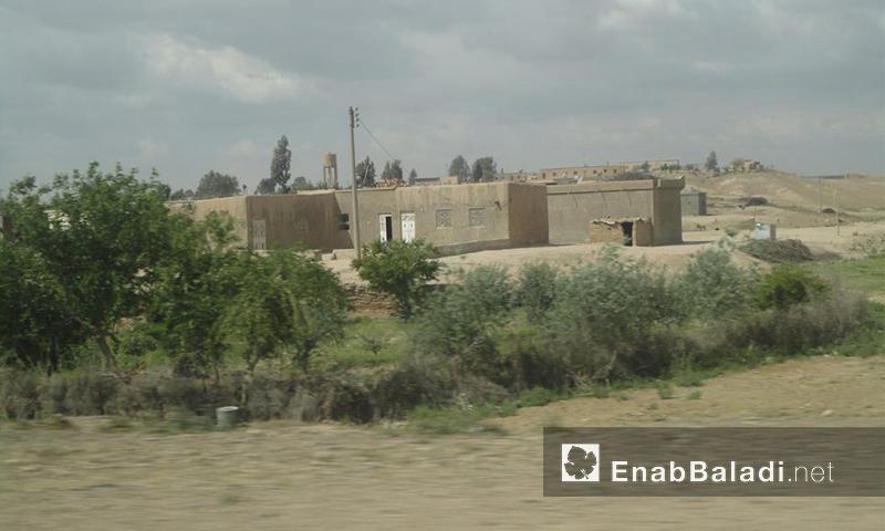 قرية الحمرات في ريف الرقة - نيسان 2013 (عنب بلدي)