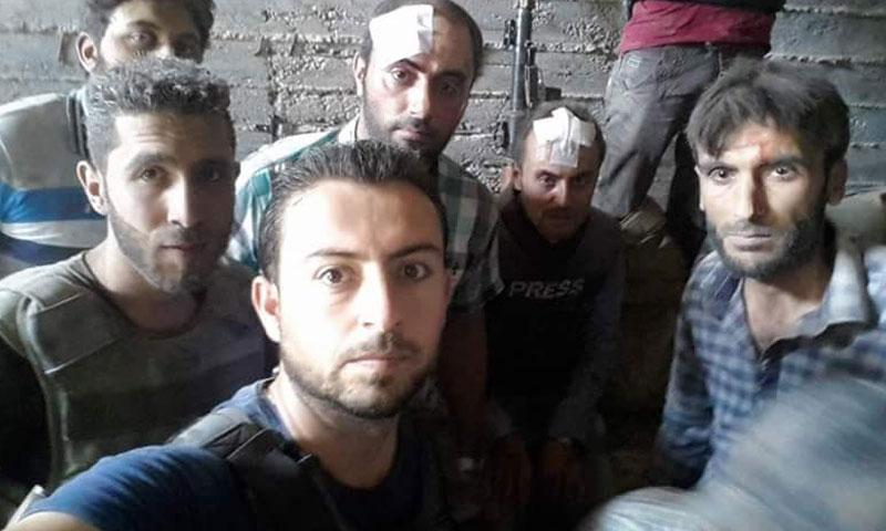 الإعلاميون محمد فيصل وماجد عبد النور وميلاد فضل ومعاذ الشامي بعد نجاتهم من الغارة الجوية في حلب- الخميس 4 آب