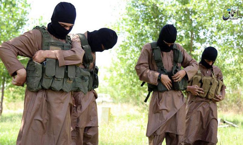 """عناصر من تنظيم """"الدولة الإسلامية"""" (أعماق)"""