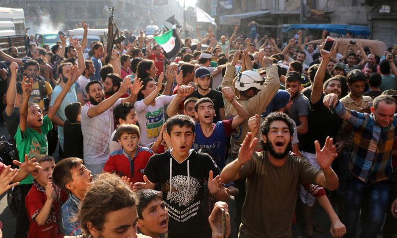 مظاهرة في مدينة حلب عقب فك الحصار عن الأحياء الشرقية- السبت 6 آب (AFP)