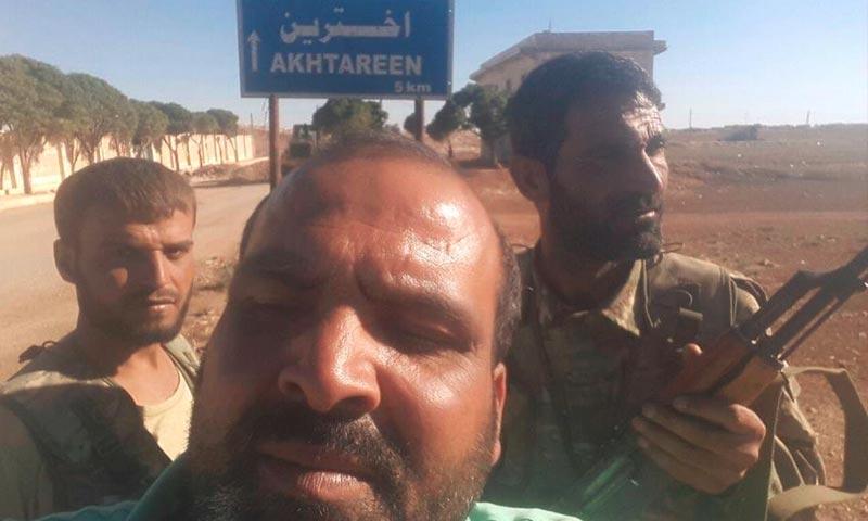 """مقاتلو """"الجيش الحر"""" على أطراف بلدة أخترين في ريف حلب الشمالي - 29 أيلول (فيس بوك)"""