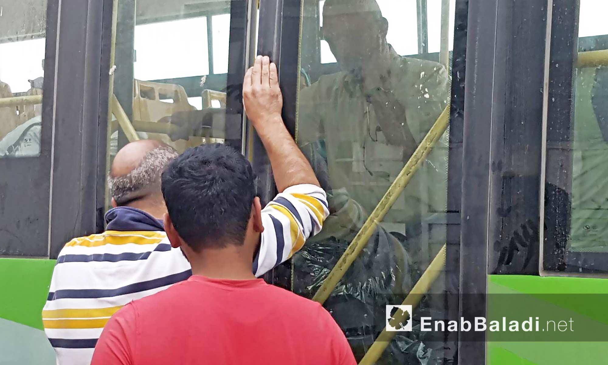 أهالي حي الوعر يتجهزون للمغادرة نحو ريف حمص الشمالي - 26 أيلول 2016 (عنب بلدي)