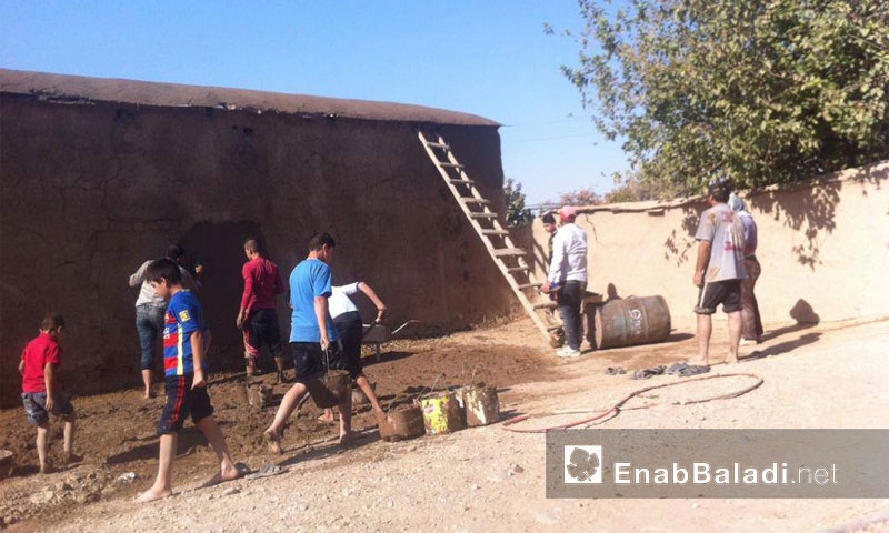 أهالي ريف الحسكة يرممون منازلهم الطينية - أيلول 2016 (عنب بلدي)