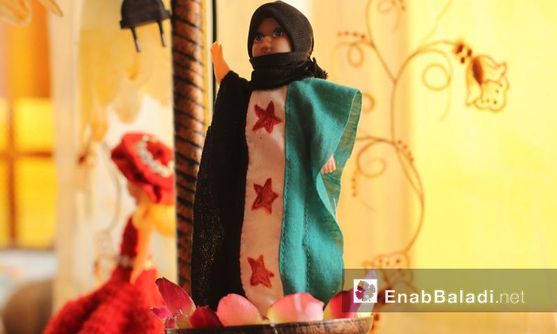 """معرض """"الشتاء الدافئ"""" من تنظيم """"النساء الآن"""" في حزة بريف دمشق - نيسان 2016 (عنب بلدي)"""