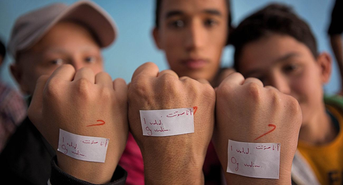 طلاب سوريون يشاركون في نشاط إحدى المدارس في تركيا (إنترنت)