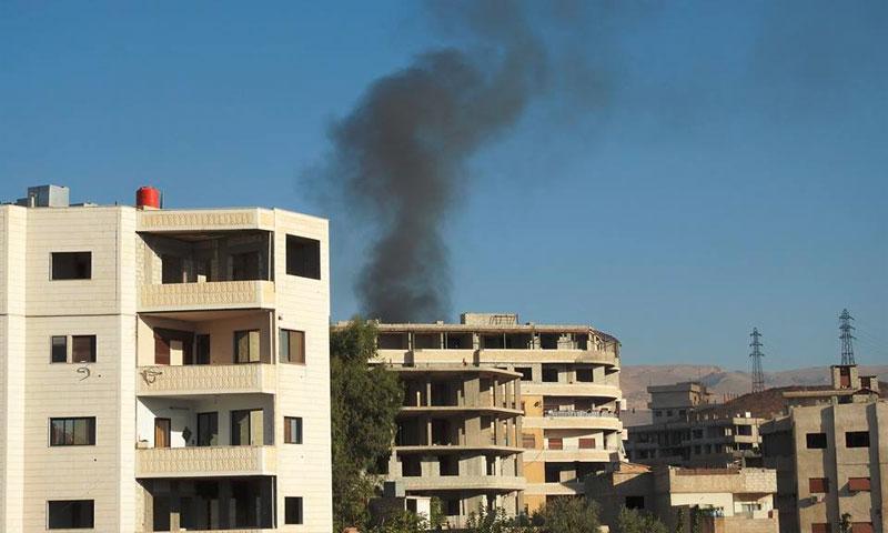 الدخات يتصاعد من معمل الرواس في بلدة الهامة - الثلاثاء 27 أيلول (تنسيقية الثورة السورية في الهامة)