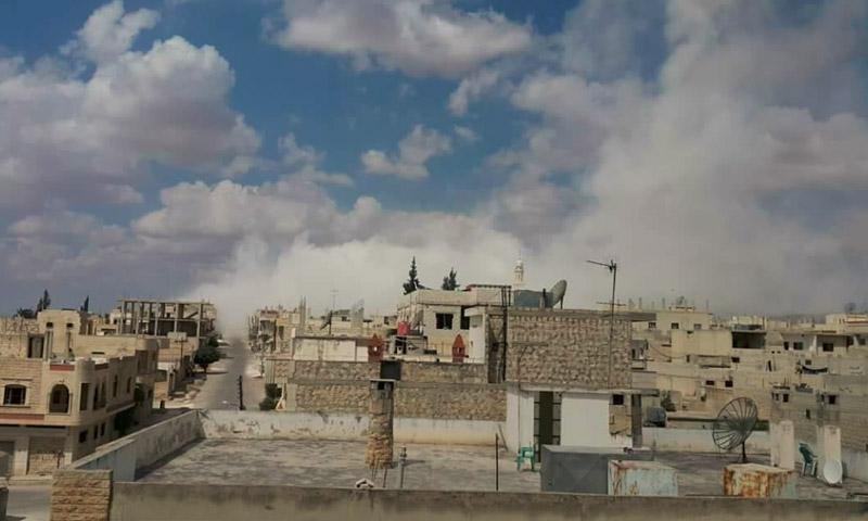 آثار القصف على مدينة خان شيخون - 16 أيلول (ناشطون)