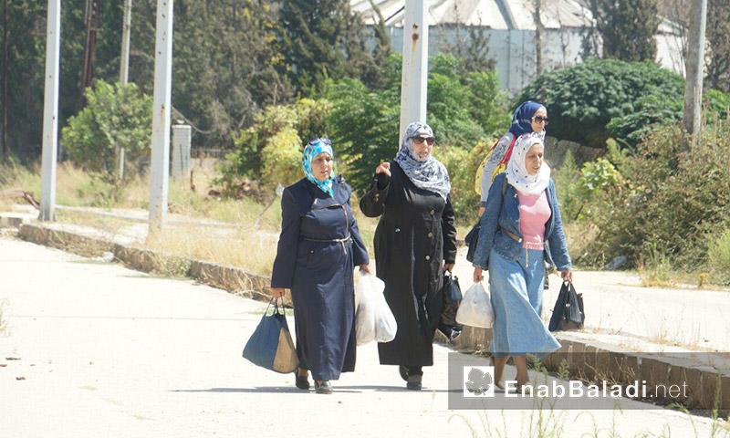 عائلات تدخل وتخرج من وإلى حي الوعر - الثلاثاء 6 أيلول (عنب بلدي)