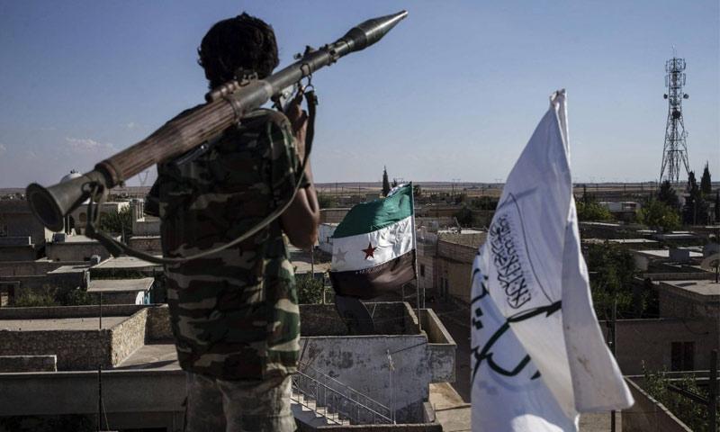 مقاتل في الجيش السوري الحر شمال حلب - 6 أيلول 2016 (الأناضول)