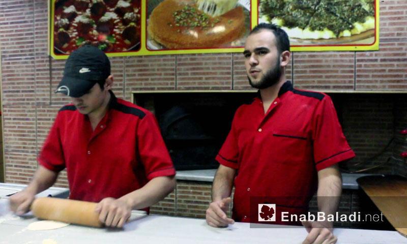 عمال في مطعم سوري في مدينة اسطنبول - تشرين الثاني 2015 - (عنب بلدي)
