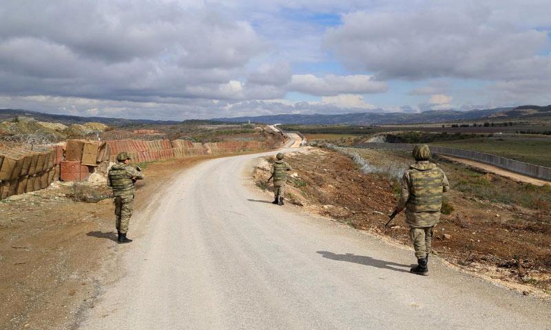 دورية لجنود أتراك في منطقة هاتاي على الحدود مع سوريا - شباط 2016 (الأناضول)