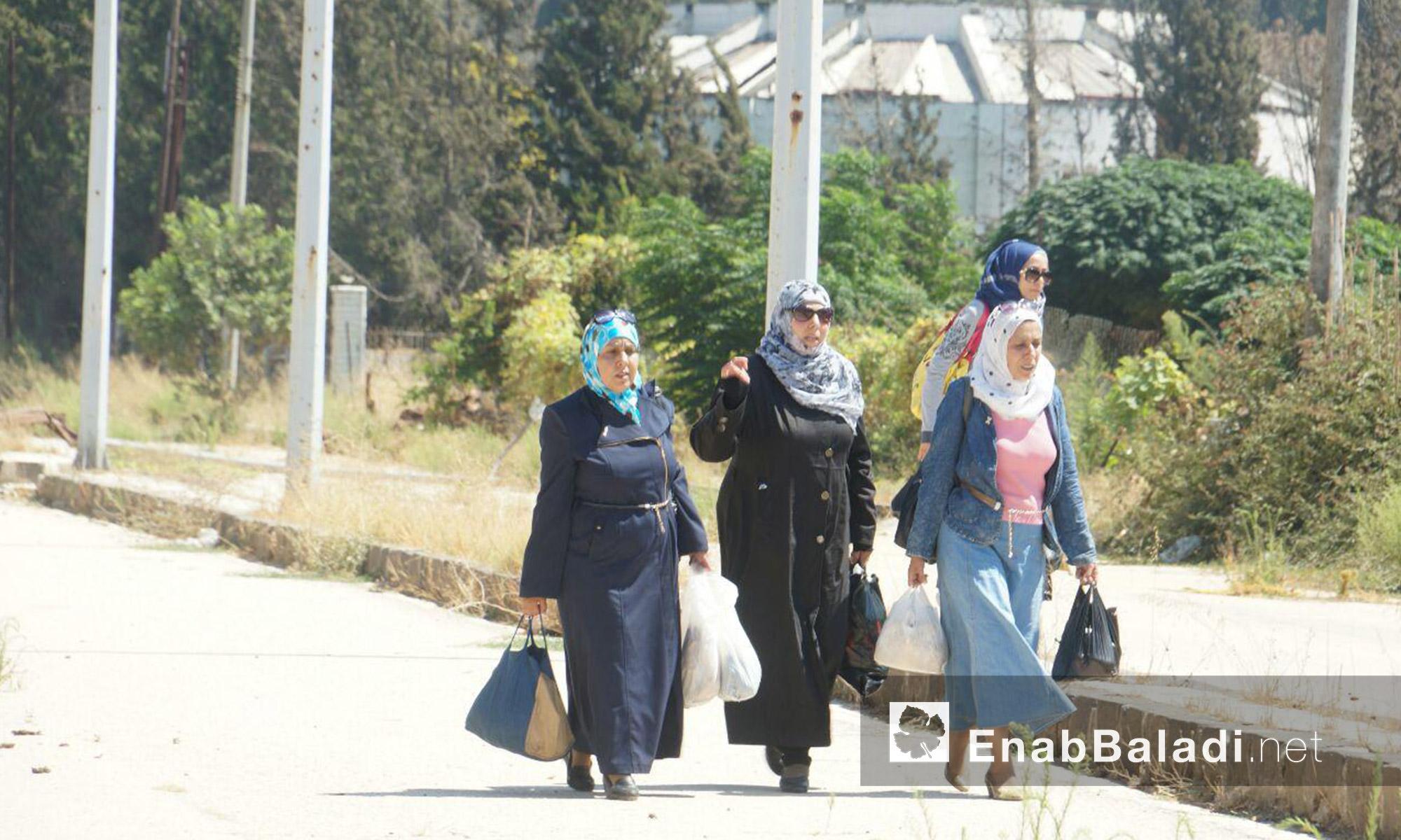 أربع نساء يدخلن حي الوعر بحمص - الثلاثاء 6 أيلول (عنب بلدي)